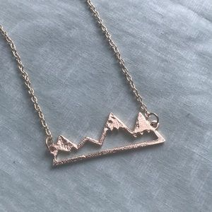 Jewelry - New gold tone mountains necklace